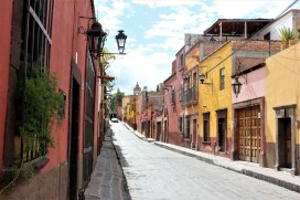 San Miguel de Allende Mexico - street - Charlie on Travel 2